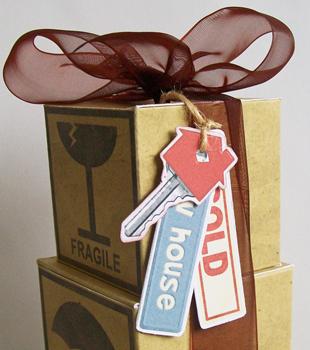 Moving-boxes_keys-close-up_